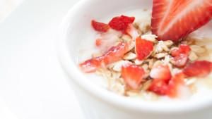 40-Yoghurt-aardbeien-muesli-ontbijt-1920-Fotos-voor-Therapeuten-